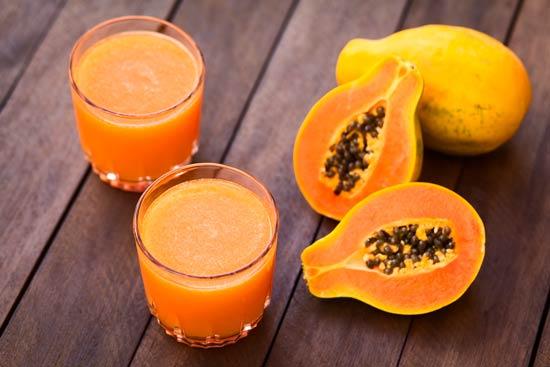 papaya puede ayudar a prevenir el cáncer de colon y reducir el riesgo de cáncer de próstata, por la fibra que contiene