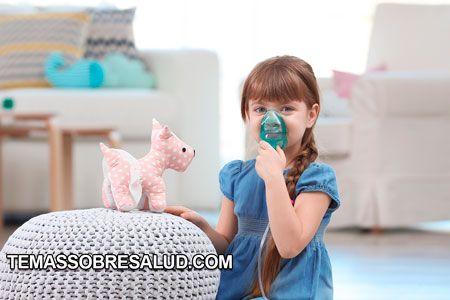 controlar el asma nena con inhalador