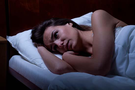 Insomnio: 12 razones por las que no duermes bien yoga