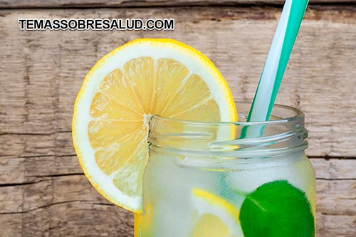 1 Beneficios de Tomar agua de limón