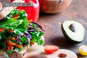 Consumir alimentos con enzimas digestivas naturales