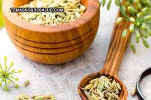 Semillas secas de hinojo para prevenir la flatulencia y los retortijones estomacales