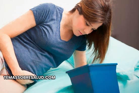 Vómitos acompañados de sangre: hematemesis o hemorragia gastrointestinal