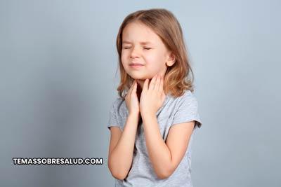 La tos puede ser causada por hinchazón en la garganta debido a la sequedad del aire.