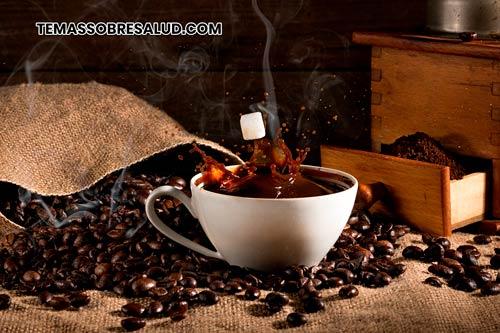 La cafeína o su ausencia es un factor de riesgo para la migraña.