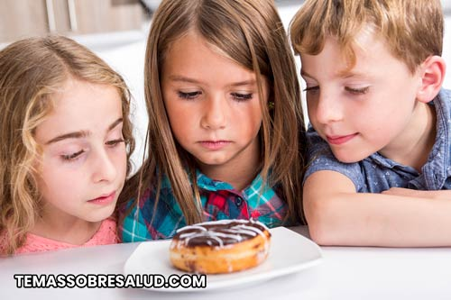 Gestionar la dieta del niño es clave para mantener un control de la insulina ajustado.
