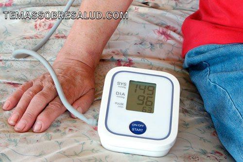 ¿Qué causa la hipotensión o la presión arterial baja?