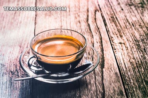 El ácido y la cafeína del café pueden causar irritación y molestias intensas